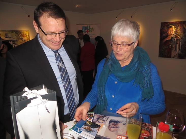 De heer A.Boekhout en Marianne Visser van Klaarwater