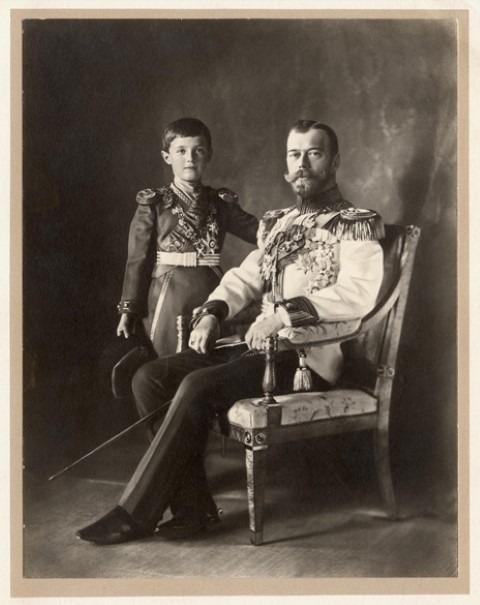 Tsaar Nicolaas II zag zich niet alleen als vader van zijn gezin, maar ook als vader van het volk. Tsaar Nicolaas II en tsarevitsj Aleksej, ca. 1910 © GARF, The State Archive of the Russian Federation, Moscow