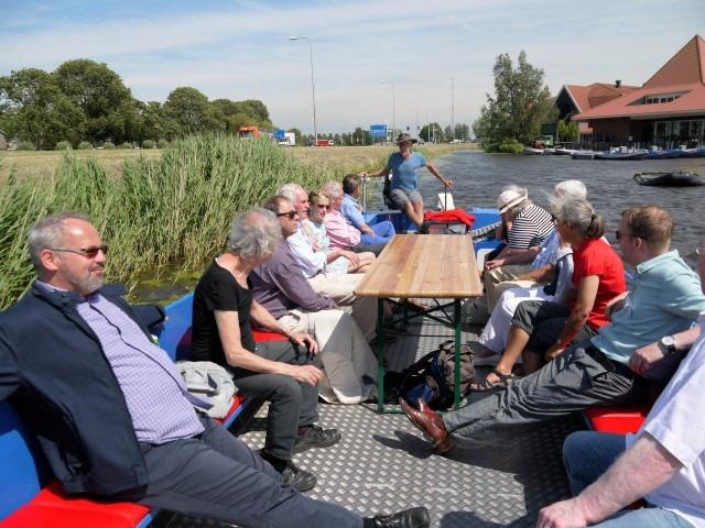 Graft-De Rijp. Leden van Hollandia Netwerk met rechts Museumhotel de Rijper Eilanden.