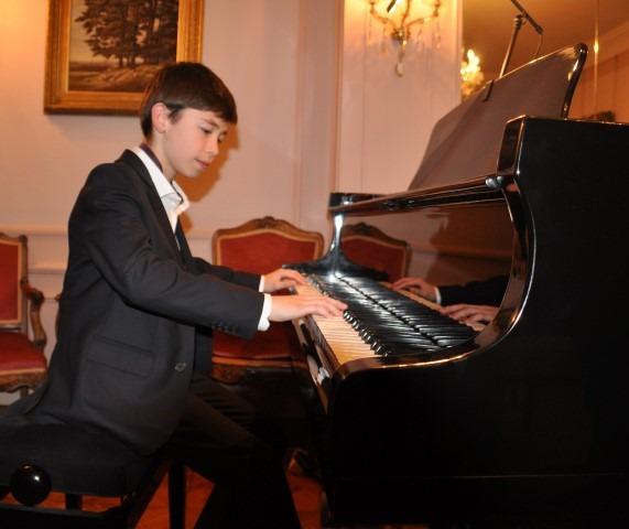 Chopin Stichting Nederland, Ambassade van Oostenrijk en Prima la Musica, pianoconcert 1 december 2017, Oostenrijkse ambassade,Filip Trifu (13)