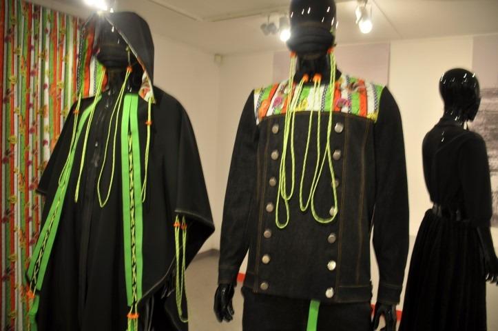 Huizer Museum: fictieve klederdracht van Almere , een ontwerp van Kasper Jongejan