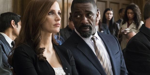 Pokerprinses Molly met haar advocaat (Jessica Chastain en Idris Elba)