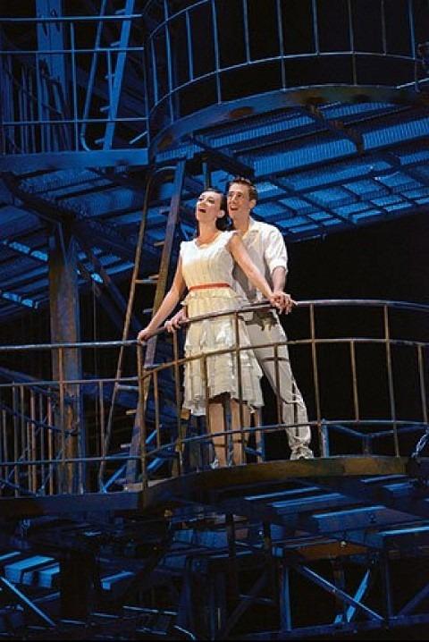 West Side Story met in de hoofdrol Natalie Balenger (Maria) en Kevin Hack (Toni), foto: Johan Persson