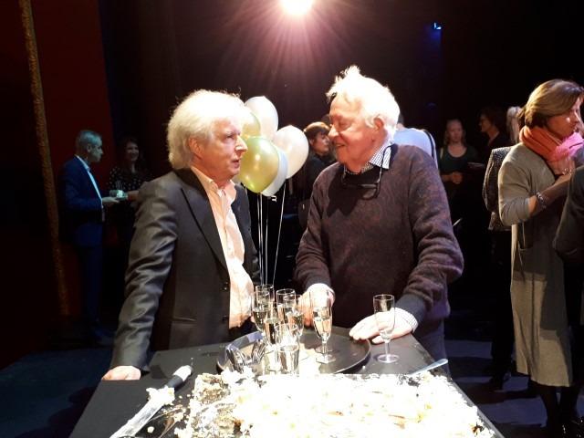 Boudewijn de Groot in gesprek met Carel Alphenaar tijdens lancering jubileumseizoen Stadsschouwburg Haarlem