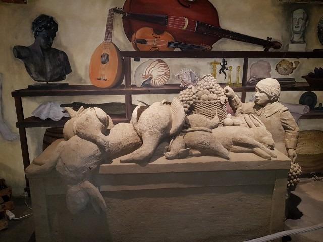 Stilleven, een kunstwerk van zandbeeldhouwer Lars Borst, 't Veluws zandsculpturenfestijn 2018