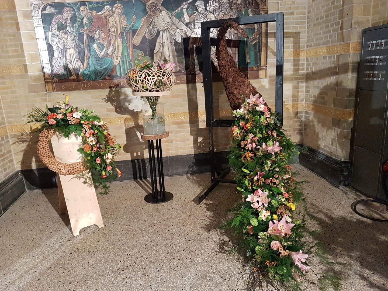 De Nieuwe Bavo bloeit, de hoorns des overvloeds als teken van het feit dat Haarlem bloeit