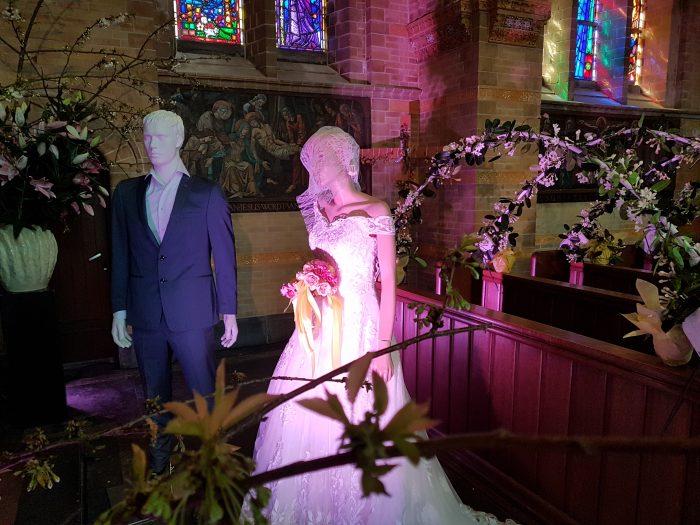 Bij het zien van dit tafereel in ''de Nieuwe Bavo Bloeit '' dacht ik terug aan 2 februari 2017, toen trouwen Peter en ik de Sint Bavo