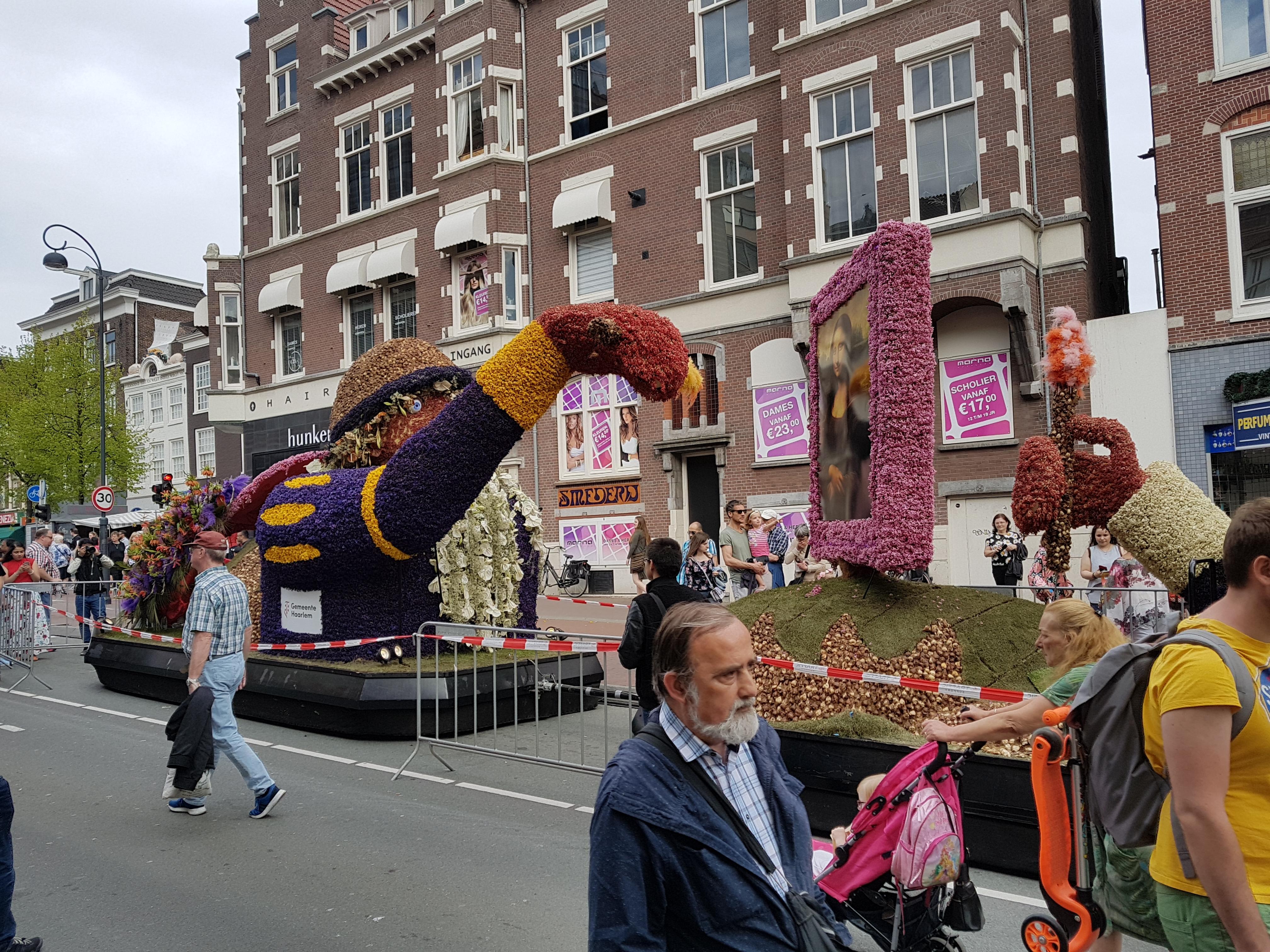 Bloemencorso, Gedempte Oude Gracht, 22 april, praalwagen Haarlem Cultuurstad 2018