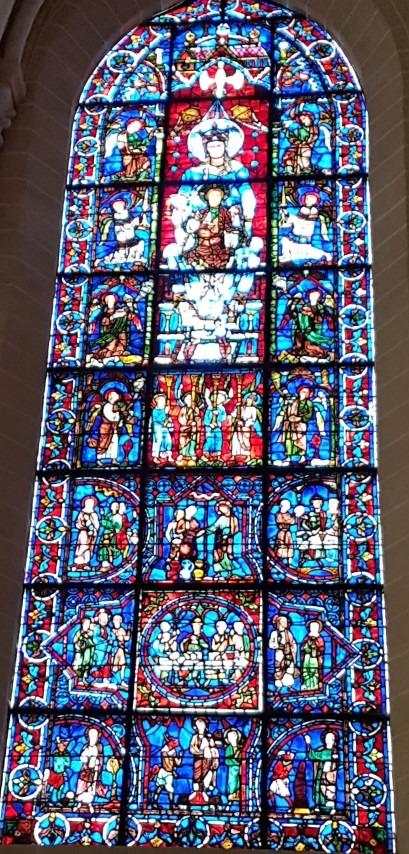 Chartres, Onze Lieve Vrouwe Kathedraal, glas-in-loodraam uit de 13e eeuw met de beeltenis van Maria