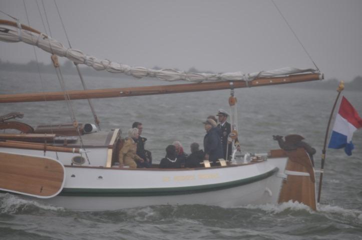100 jaar Zuiderzeewet: prinses Beatrix, in De Groene Draak, over het water zo rijk aan historie, Foto: Marianne Visser van Klaarwater