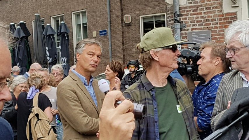Berndt Schneiders, tijdens zijn burgemeesterschap van Haarlem ( 2006-2016) staken criminelen zijn auto in brand