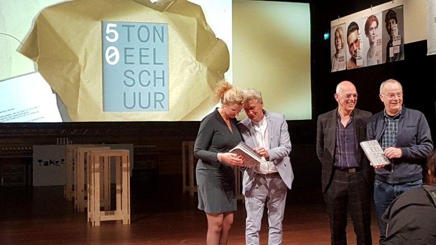 Theaterpioniers Toneelschuur Haarlem,vlnr: Marelie van Rongen (nieuwe directeur Toneelschuur) Jos Schuring (journalist) Rieks Swarte, Frans Lommerse (huidige directeur Toneelschuur)