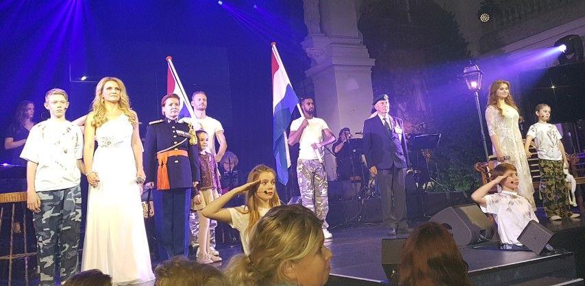 Matthijs van der Meer regisseerde it's Time for Christmas, ontroerend was de hulde aann de veteranen