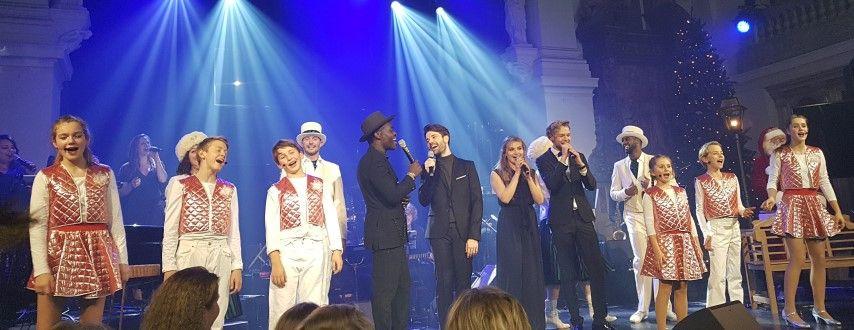 It's Christmas time, van links naar rechts, Steffen Morrison, Matthijs van der Meer, Vajèn van den Bossch, Guimar van der Weele