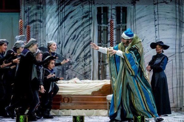 Christmas Carrol Scrooge, Scrooge (Bert Bunschoten) en de geesten uit het verleden