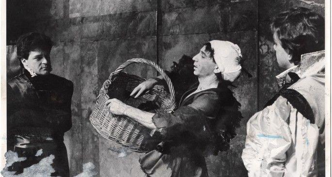 Met de 13e rij verwees de Stichting Haarlemse Theatermakers naar De Heks van Haarlem, een stuk van Frederik van Eeden, speciaal geschreven voor de opening van Stadsschouwburg Haarlem in 1919