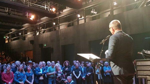 Afscheid Frans Lommerse, directeur van de Toneelschuur Haarlem, burgemeester Jos Wienen houdt toespraak