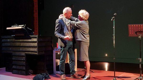 Afscheid Frans Lommerse, 10 februari 2019, Petra Lasseur bedankt hem voor het altijd hartelijke welkom in De Toneelschuur van Haarlem