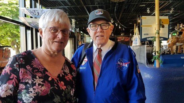 Scott Millican en Marianne Visser van Klaarwater na de film Apollo II in het Omniversum van Den Haag