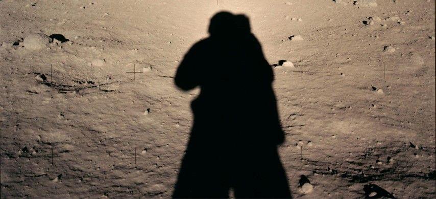 1967, op de maan met schaduw van Neil Armstrong nn